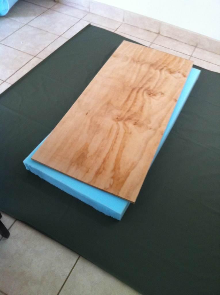 Tela, espuma y plywood